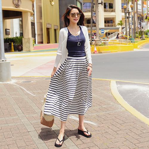 <b>Four Neela Wrinkles Rong skirt</b>