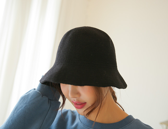 <b>Simple Knit Bucket Hat</b>